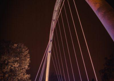 barevný mostní oblouk