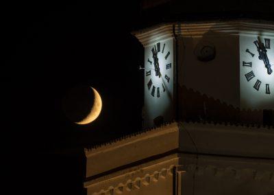 kostel s měsícem
