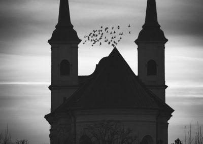 silueta kostela v Drnholci