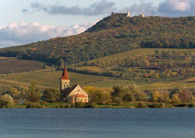 kostel na Mušovských jezerech