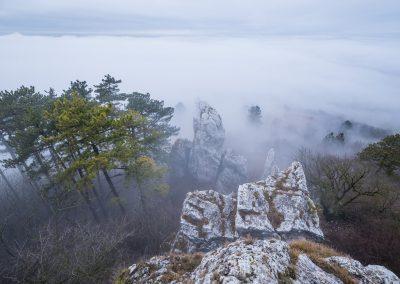 nad mlhou