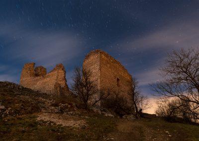 hrad a noční obloba